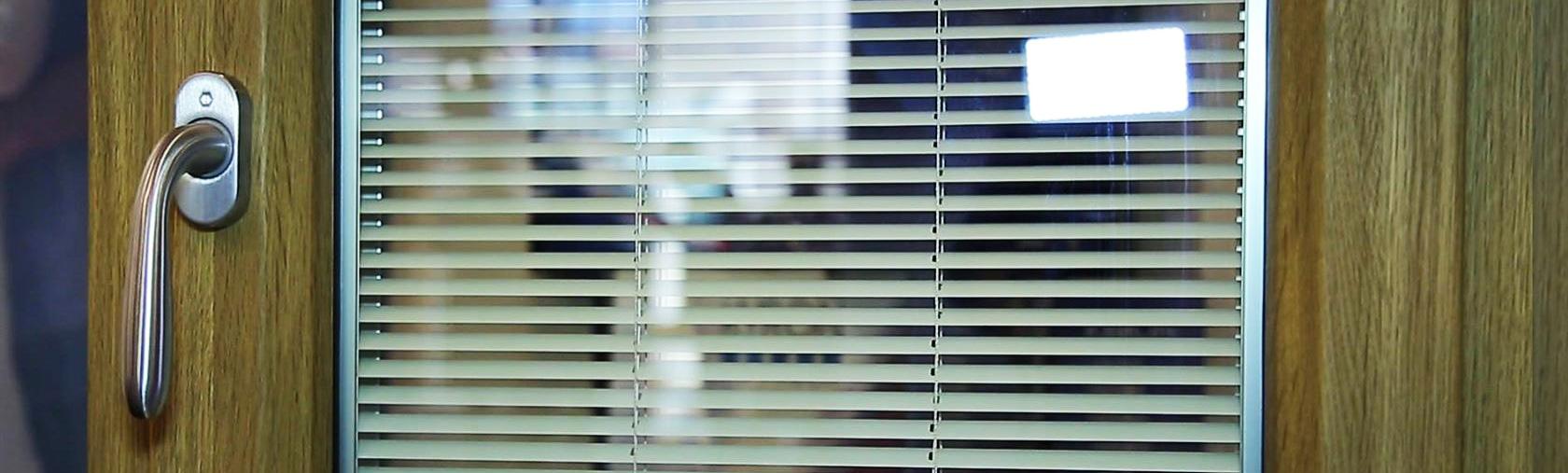 Finestre pvc produzione e vendita di infissi e finestre saliscendi - Veneziana finestra ...