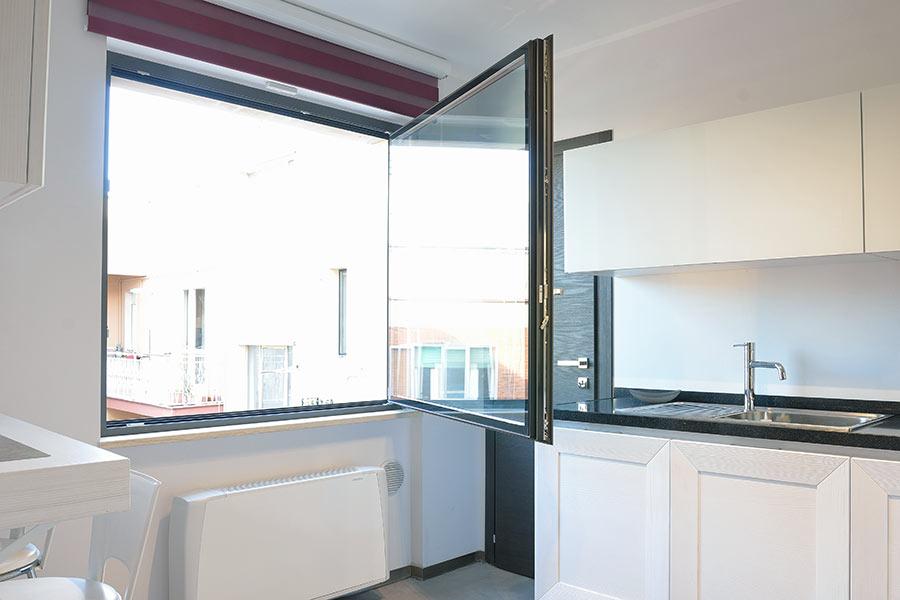 Finestre taglio termico produzione e vendita di infissi e finestre saliscendi - Tagliare vetro finestra ...