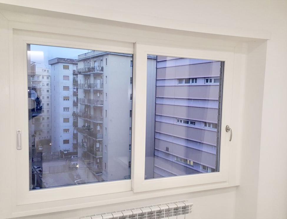 Finestre pvc produzione e vendita di infissi e finestre saliscendi - Finestre saliscendi in pvc ...
